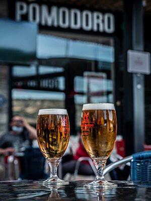 Cervezas en la terraza de la Sureña
